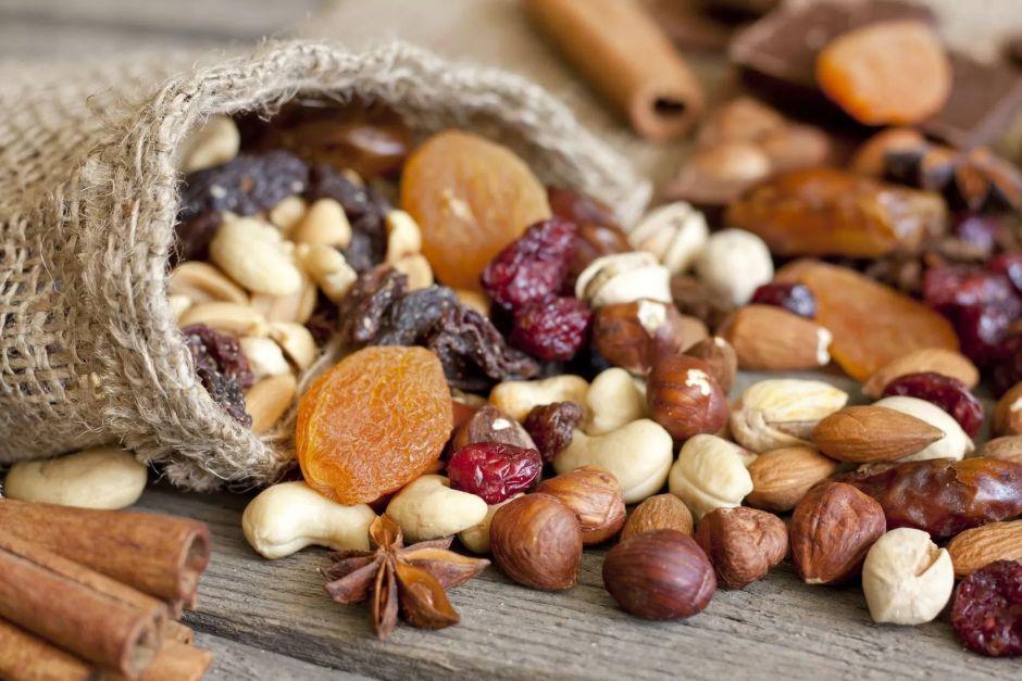 mix de frutos secos como botanas saludables para el lunch de los niños