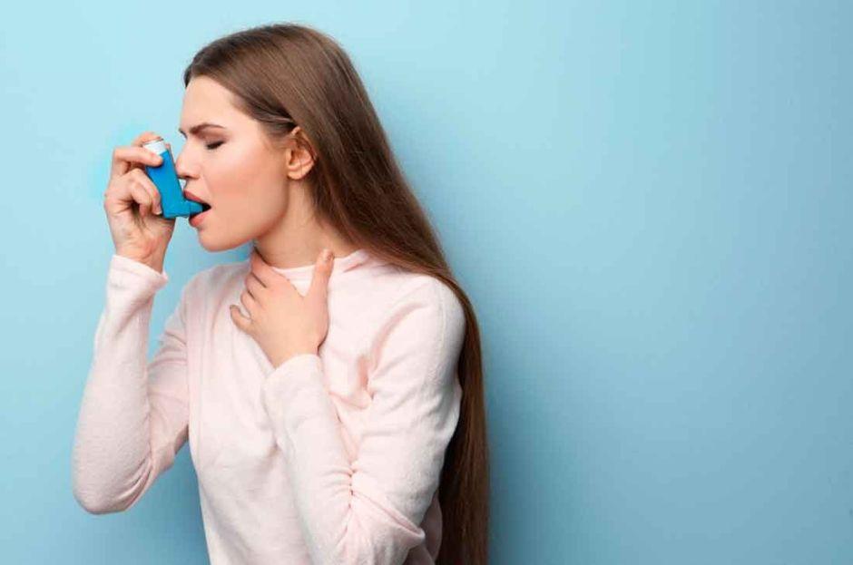 Mujer enferma de asma