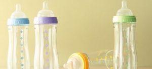 diferentes biberones para bebés