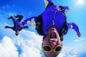 Chicas cayendo del cielo