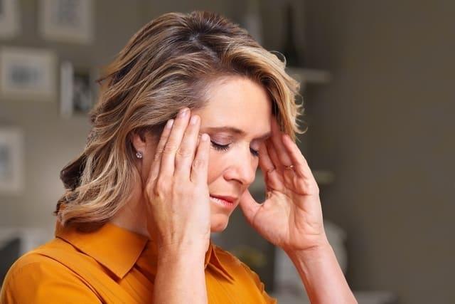 Calma el dolor de cabeza sin medicamentos