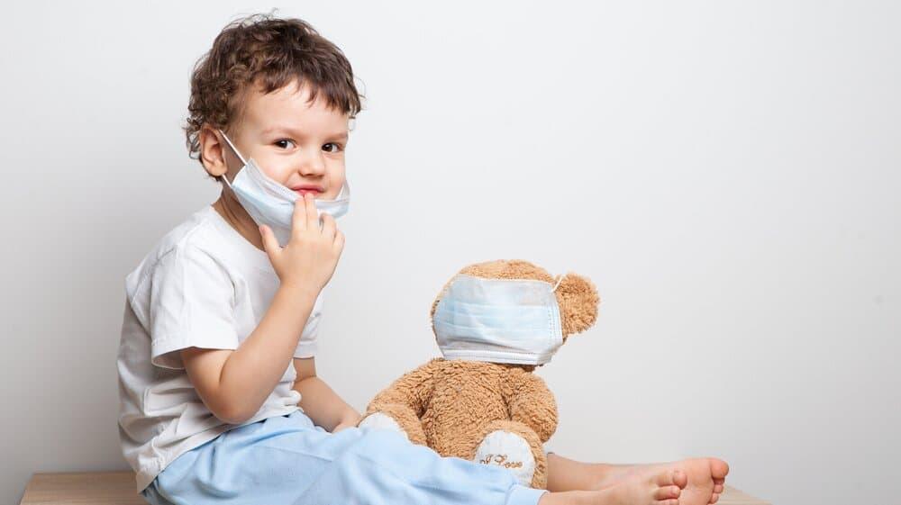 Cómo aislar a un niño con coronavirus